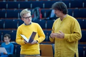 Jan Arvid Prée mit Dirigent Milko Kersten beim Probenworkshop für das Jahreskonzert 2014 im Festspielhaus Hellerau